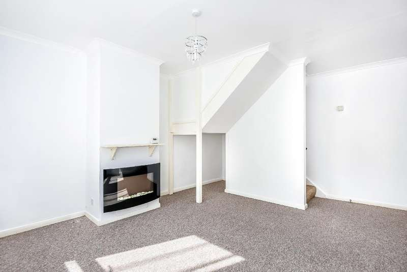 2 Bedrooms House for sale in Welland Road, Aylesbury, HP21