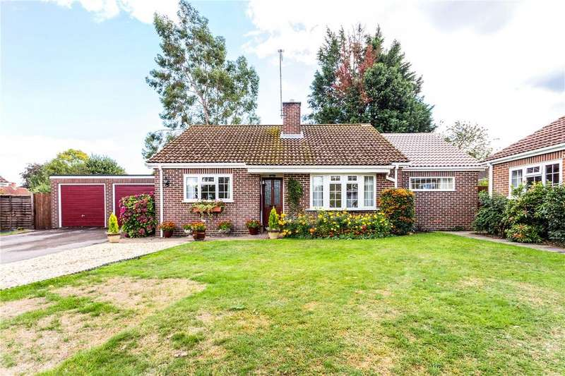 2 Bedrooms Detached Bungalow for sale in Longmead, Woolton Hill, Newbury, Hampshire, RG20