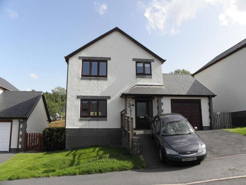3 Bedrooms Detached House for sale in 31 Uwch Y Maes, Dolgellau, LL40 1GA