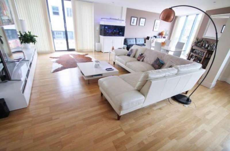 3 Bedrooms Apartment Flat for sale in Barrack Place, Plymouth
