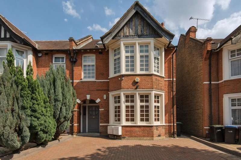 4 Bedrooms Flat for sale in Grovelands Road, Palmers Green
