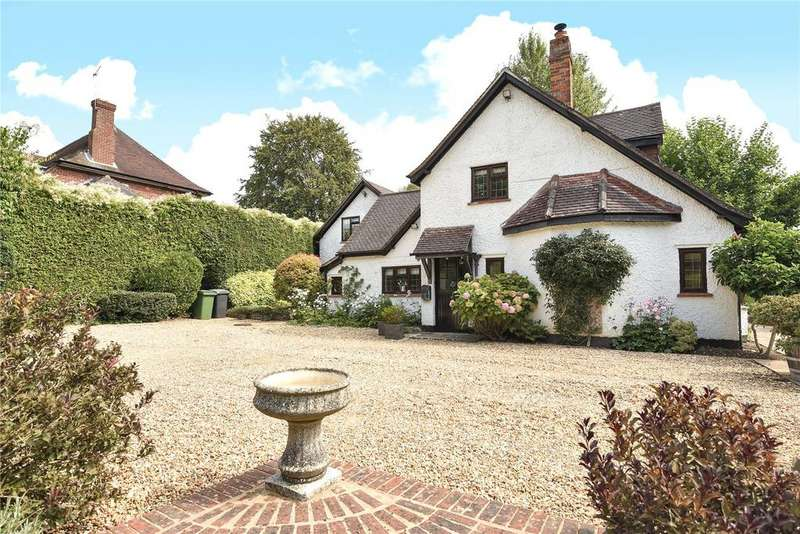 5 Bedrooms Detached House for sale in The Hangers, Bishops Waltham, Hampshire, SO32