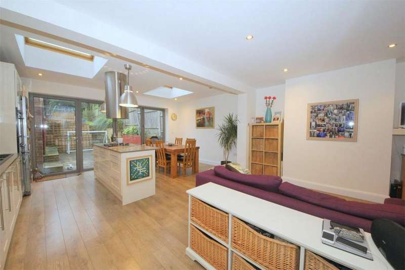 4 Bedrooms Semi Detached House for sale in Lincoln Avenue, London