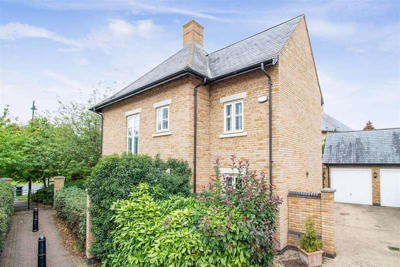 4 Bedrooms Detached House for sale in Gladstone Drive, Stotfold, Hitchin