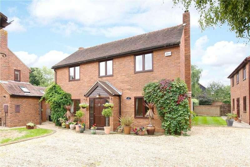 5 Bedrooms Detached House for sale in Dormans Close, Milton Keynes Village, Milton Keynes, Buckinghamshire