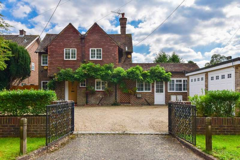 5 Bedrooms Detached House for sale in Langley Lane, Ifield Green