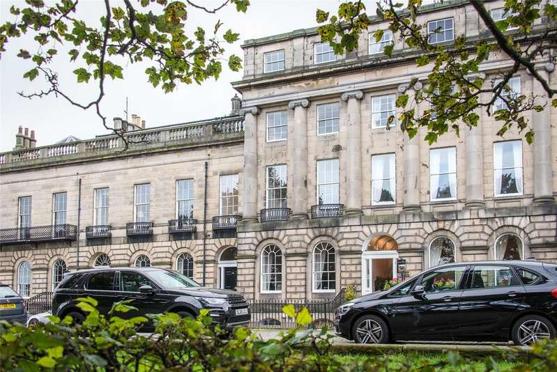 2 Bedrooms Apartment Flat for sale in Royal Terrace, Edinburgh