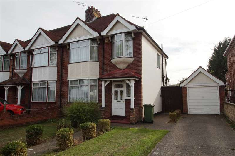 3 Bedrooms Semi Detached House for sale in Elmshott Lane, Cippenham