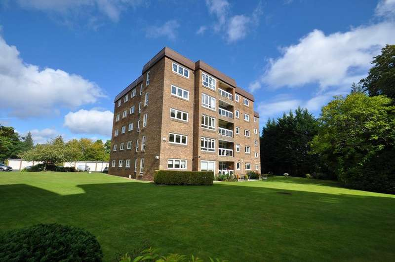 3 Bedrooms Flat for sale in Hutchison Court, Giffnock, Glasgow, G46