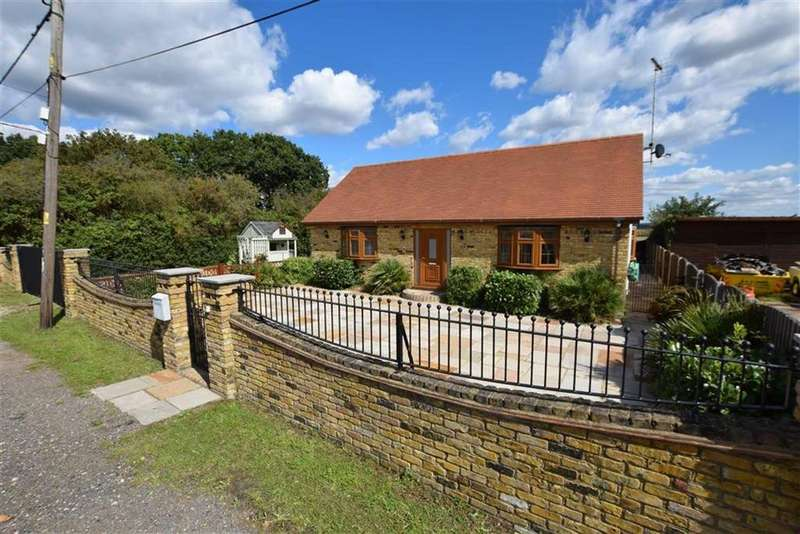 3 Bedrooms Detached House for sale in Hertford Drive, Fobbing, Essex