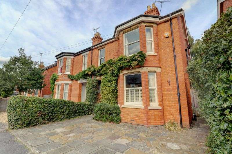 4 Bedrooms Property for sale in Chesterfield Road, Newbury