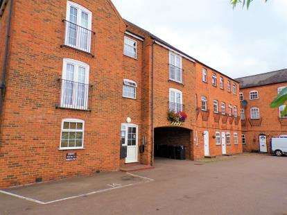 1 Bedroom Flat for sale in Hampton Court, 116 St. Marys Road, Market Harborough, Leicestershire