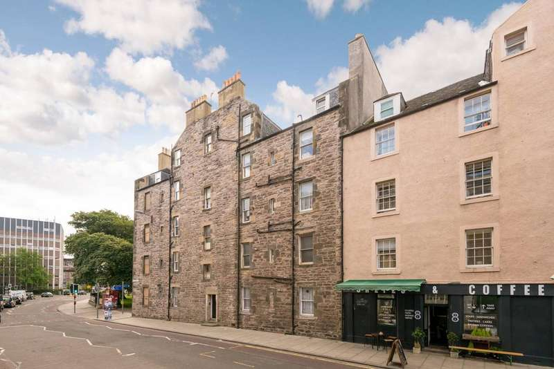 3 Bedrooms Flat for sale in Bucceuch Street, Newington, Edinburgh EH8