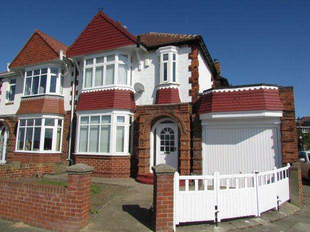 3 Bedrooms Semi Detached House for sale in TOWN WALL, HEADLAND, HARTLEPOOL