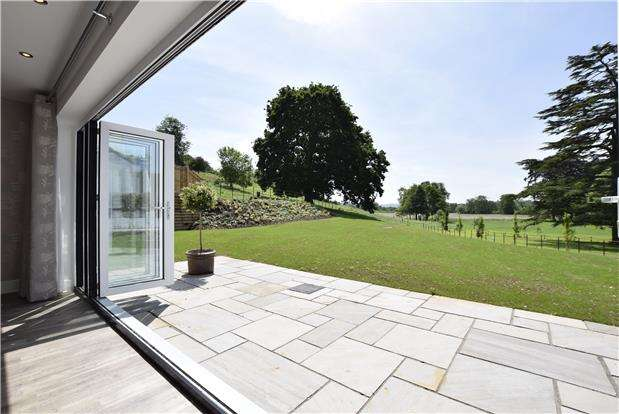 4 Bedrooms Detached House for sale in Chewton Court, Chewton Keynsham, Bristol, BS31 2SX