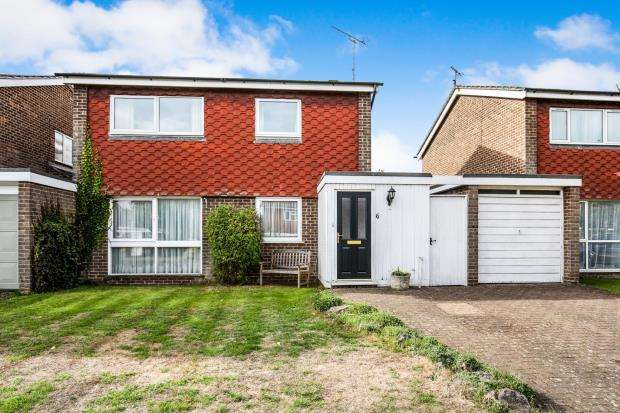 3 Bedrooms Detached House for sale in Byfleet, Surrey, .
