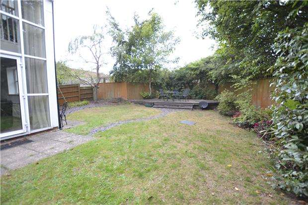 3 Bedrooms Terraced House for sale in Strathearn Drive, Westbury-On-Trym, BRISTOL, BS10 6TJ
