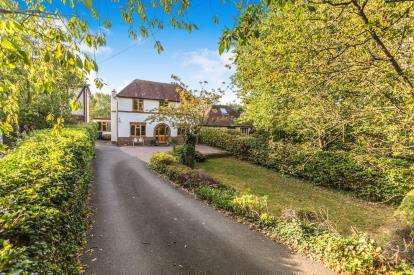 4 Bedrooms Detached House for sale in Droitwich Road, Fernhill Heath, Worcester, Worcestershire