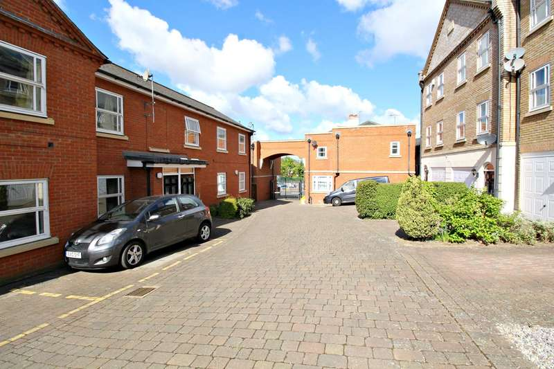 2 Bedrooms Flat for sale in Jeeves Yard, Queen Street, Hitchin, SG4