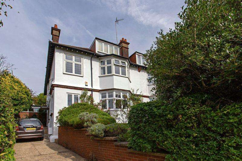 6 Bedrooms Semi Detached House for sale in Corringham Road, Golders Green London NW11