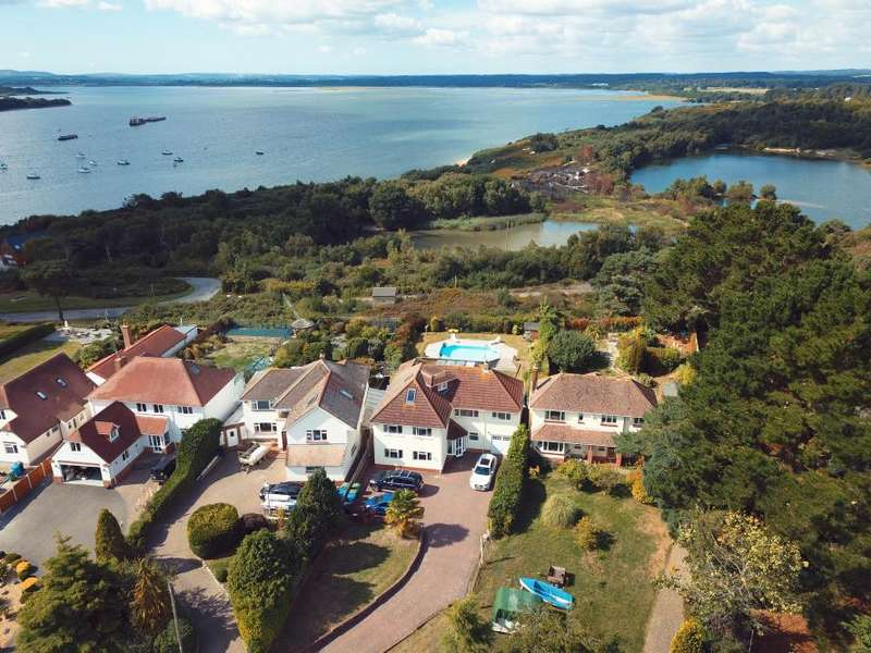 5 Bedrooms Detached House for sale in Lake Drive, Hamworthy, Poole, BH15 4LR