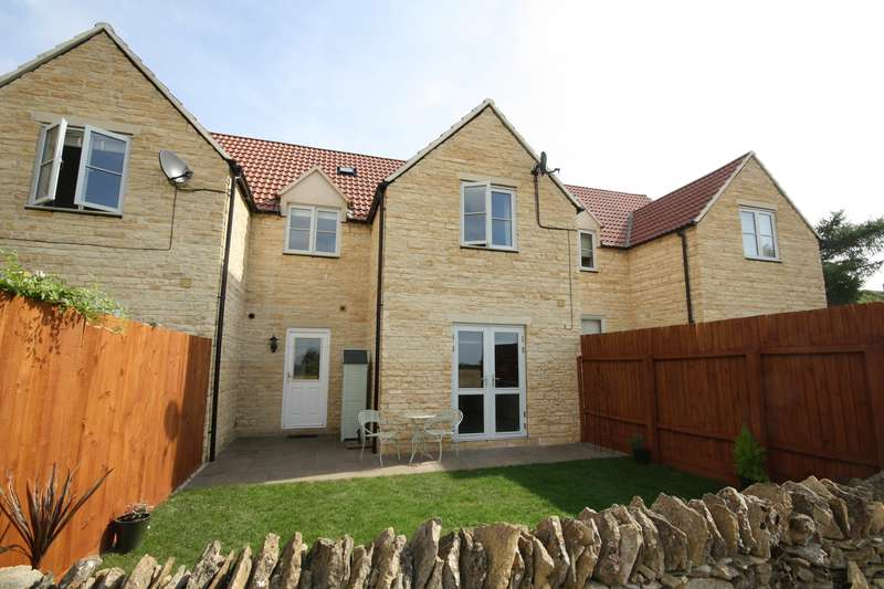 3 Bedrooms Property for sale in Field Close