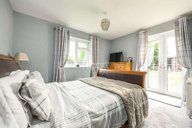 4 Bedrooms Bungalow for sale in Lodge Lane, Norwich