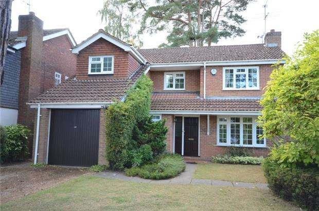 4 Bedrooms Detached House for sale in Gorse Ride North, Finchampstead, Wokingham
