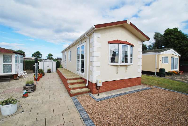 2 Bedrooms Bungalow for sale in Sea Lane