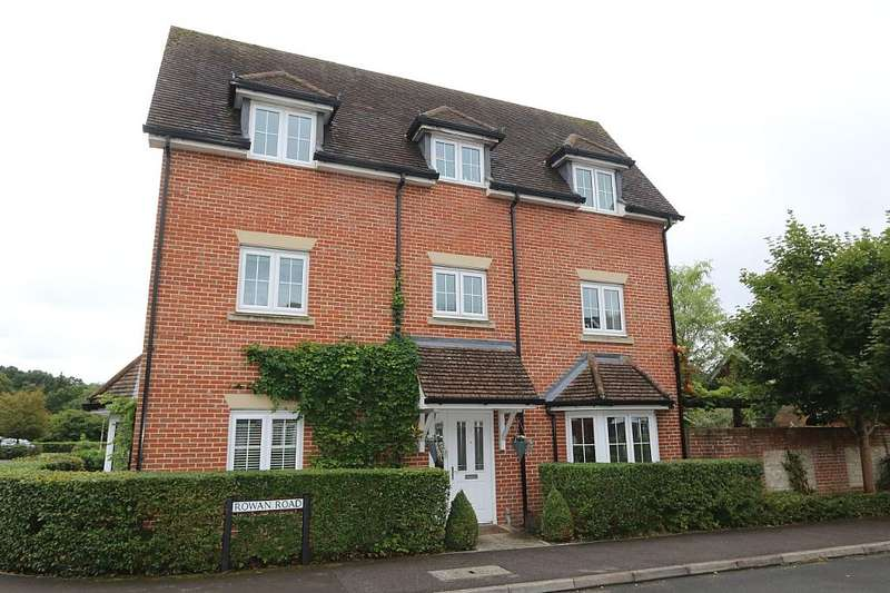 5 Bedrooms Semi Detached House for sale in Rowan Road, Bordon, Hampshire, GU35 0RE