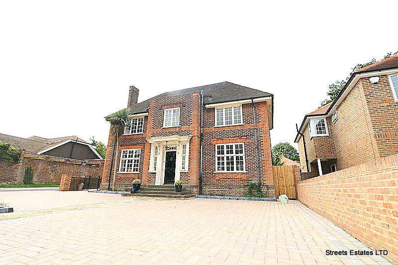 3 Bedrooms Detached House for sale in 6 Walderslade Road, Chatham ME4