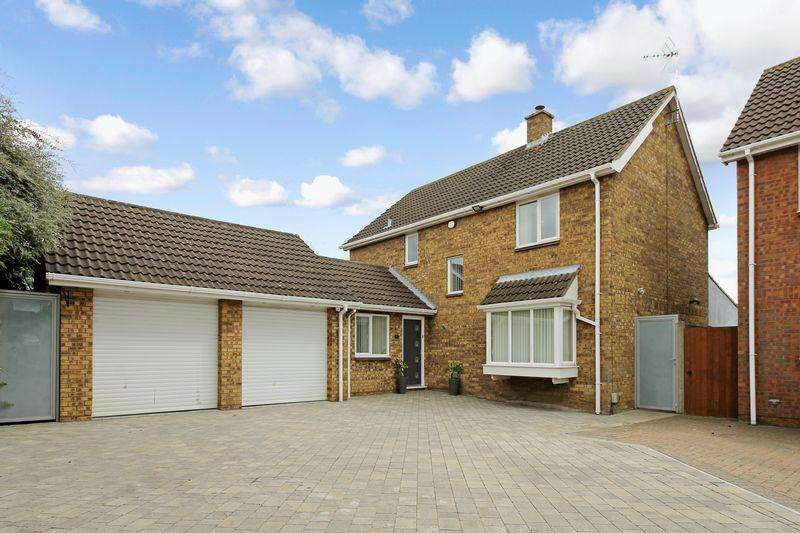 4 Bedrooms Detached House for sale in Willenhall Close, Luton
