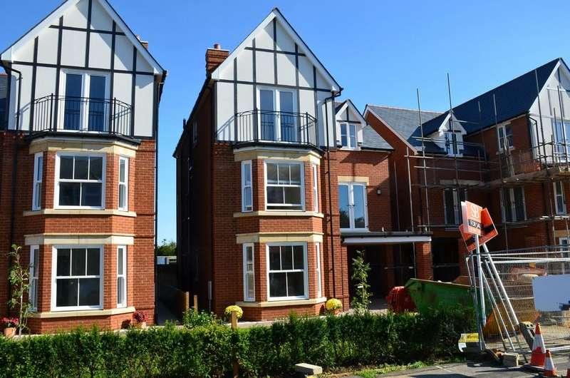 4 Bedrooms Detached House for sale in Bath Road, Felixstowe