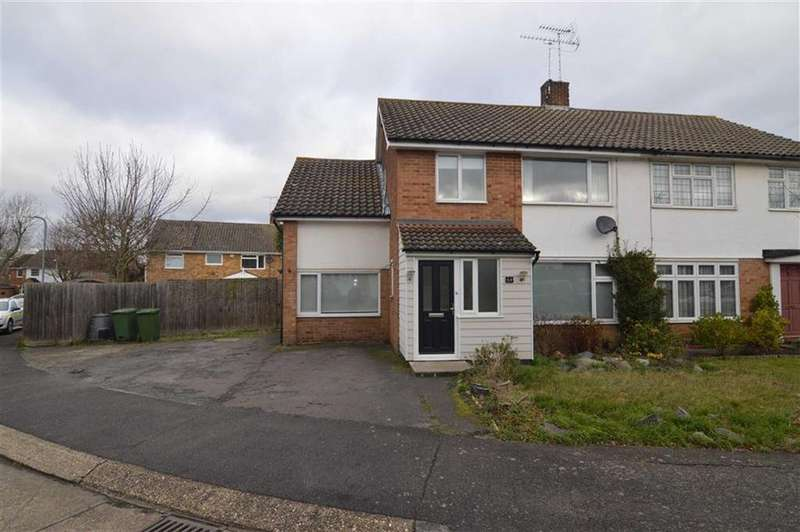 4 Bedrooms Semi Detached House for sale in Swallow Dale, Kingswood, Basildon, Essex