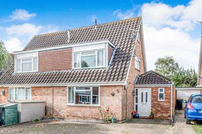 4 Bedrooms Semi Detached House for sale in Bevery Close, Oakley, Bedford, Bedfordshire