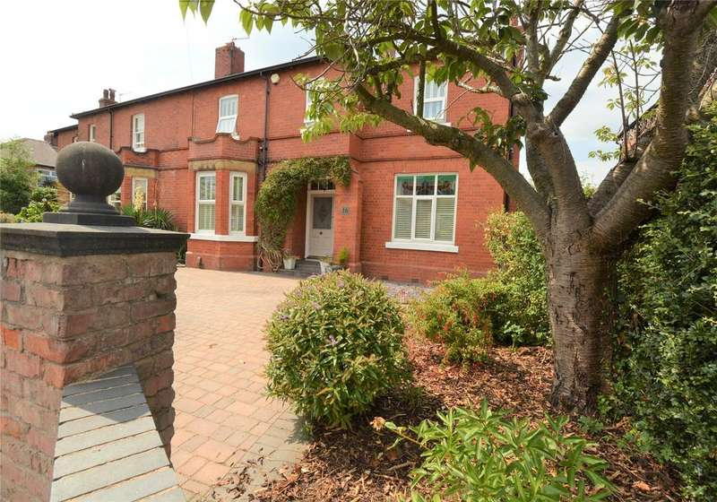 4 Bedrooms Semi Detached House for sale in Brooklyn Avenue, Urmston, Manchester, M41