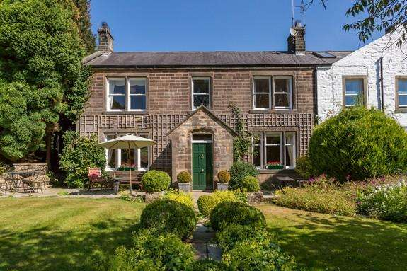 3 Bedrooms Semi Detached House for sale in Parrock Lane, Barrowford BB9