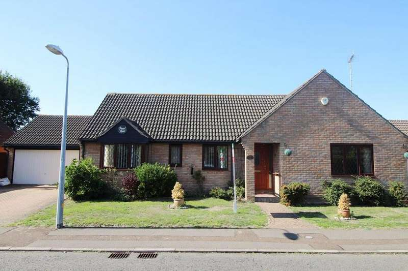 3 Bedrooms Detached Bungalow for sale in Woodview Close, Colchester, Essex, CO4