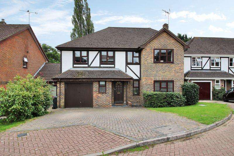 4 Bedrooms Detached House for sale in The Farthings, Crowborough, East Sussex