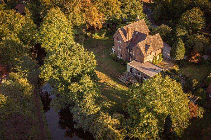 6 Bedrooms Detached House for sale in Brooklands, Maltmans Road, Lymm