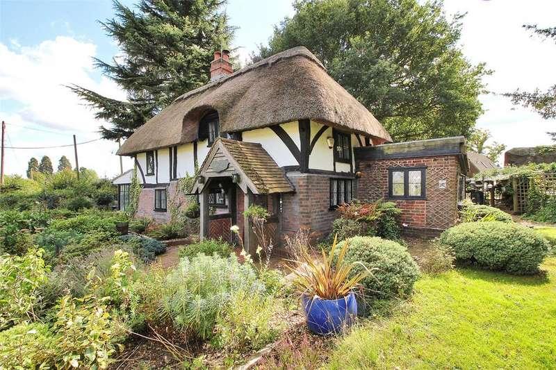 2 Bedrooms Detached House for sale in David Street, Harvel, Meopham, Kent, DA13