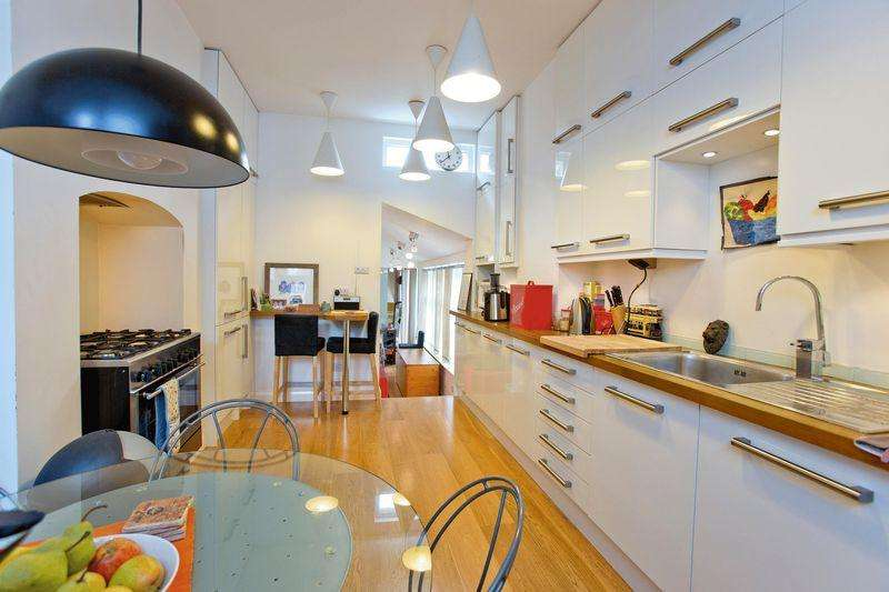 2 Bedrooms Apartment Flat for sale in Dyne Road, Kilburn, NW6