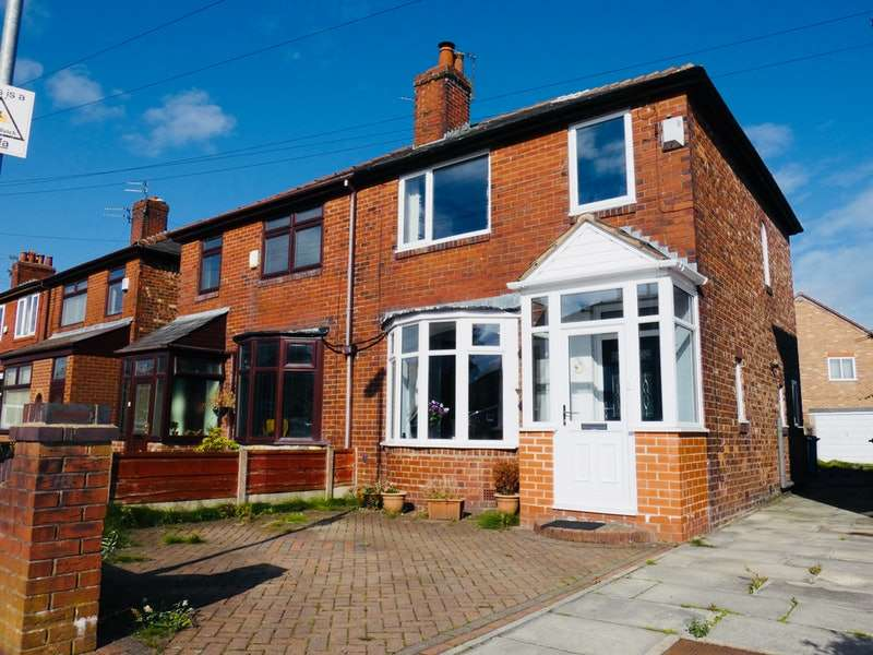3 Bedrooms Semi Detached House for sale in Kew Road, Manchester, Greater Manchester, M35