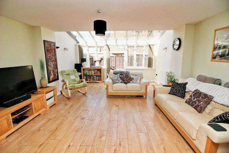 4 Bedrooms House for sale in Cantium Place, Snodland