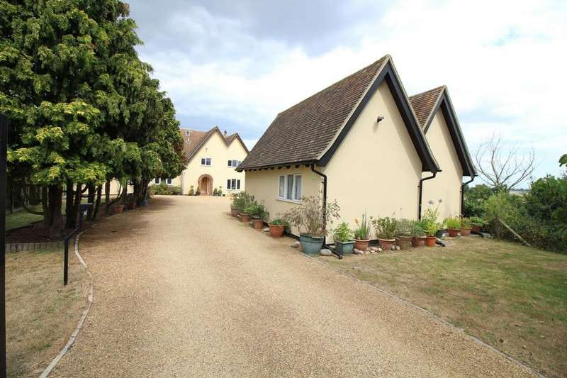 5 Bedrooms Detached House for sale in Beaumont Road, Great Oakley, Harwich, Essex, CO12
