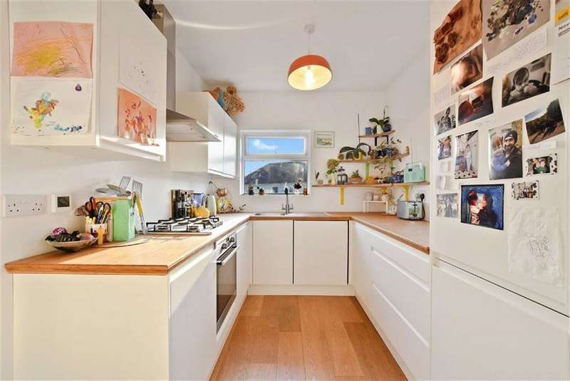 2 Bedrooms Flat for sale in Abercorn Road, Mill Hill, London, NW7