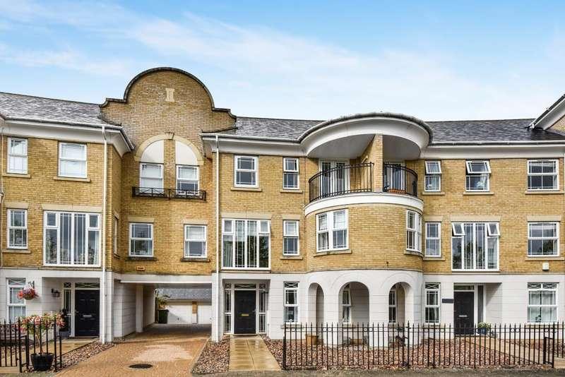 3 Bedrooms Detached House for sale in Dettingen Crescent, Camberley , GU16, GU16
