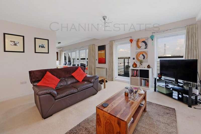 2 Bedrooms Penthouse Flat for sale in Lightermans Way, Ingress Park, Greenhithe, Kent, DA9
