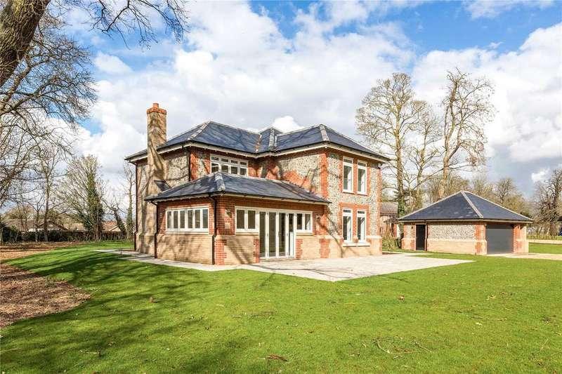 4 Bedrooms Detached House for sale in East Lodge, Lakenheath Hall Park, Gentle Rise, Lakenheath, IP27