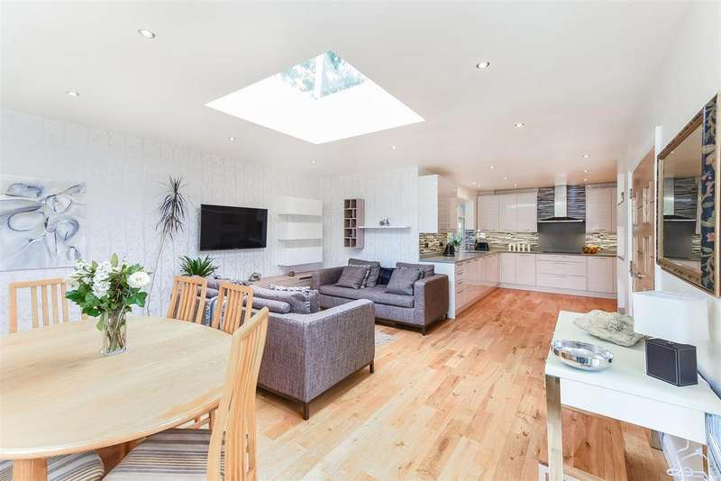 5 Bedrooms Detached House for sale in St. Johns Road, Penn | 2,716 sq/ft (252 sq/m)